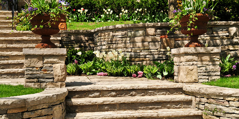 Uses for Retaining Walls and Important Features to Implement